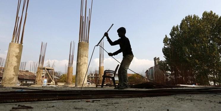 در پی ادامه خشونت ها، کارگران مهاجر از کشمیر خارج می شوند
