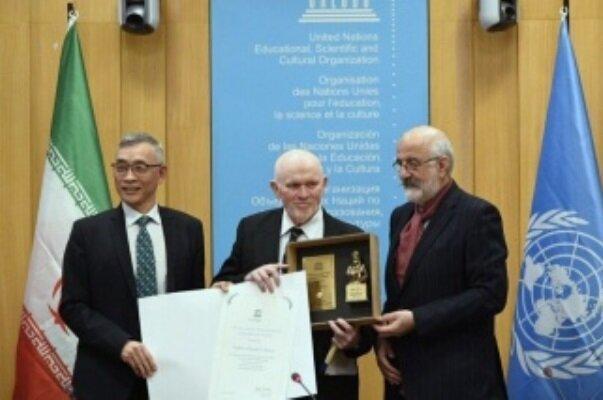 برنده جایزه ایرانی ابن سینا برای اخلاق در علم معرفی گردید